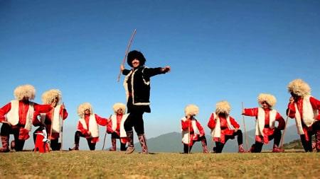 آموزش رقص آذری-رابطه رقص با شرایط منطقه ای و جغرافیایی